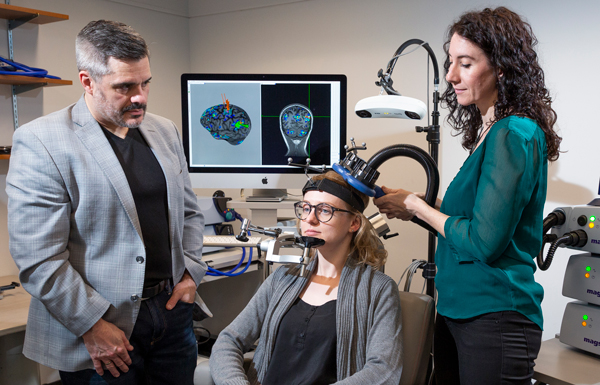 Professor and students in a Neuroscience lab