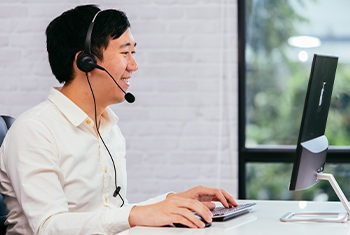 technical support employee on a phone call with a customer