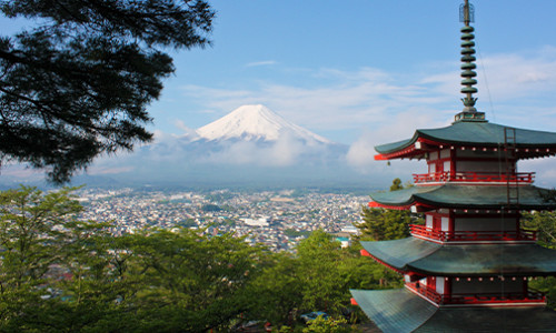 Chureito Pagoda and mount fuji in the background