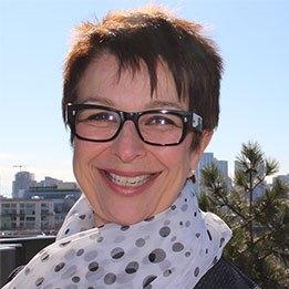 Headshot of alumni Dr. Catherine Zahn